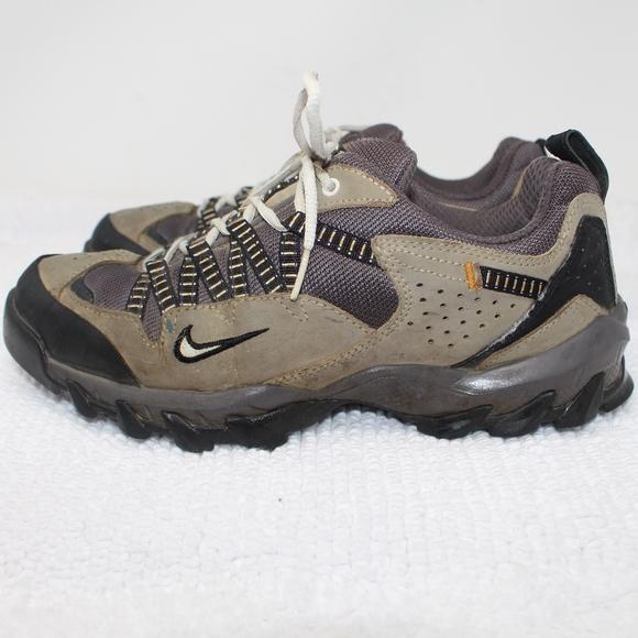 photos officielles 73dc6 05206 Nike Air ACG All Trac Hiking Walking Sneakers 7.5